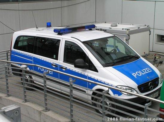 polizeifahrzeuge bundespolizei berlin streifenwagen mercedes blau weiss feuerwehrbilder von. Black Bedroom Furniture Sets. Home Design Ideas