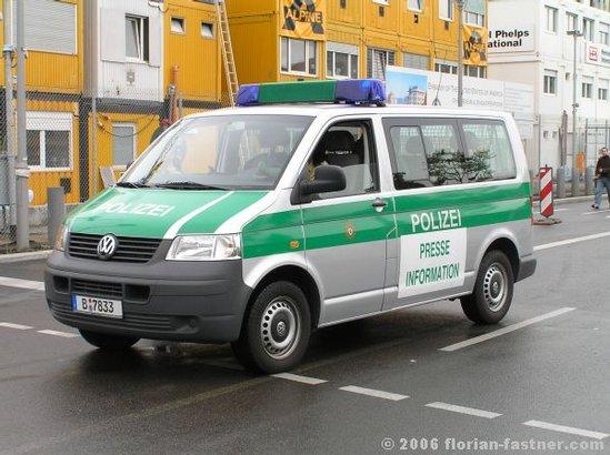 polizeifahrzeuge polizei berlin streifenwagen bus silber. Black Bedroom Furniture Sets. Home Design Ideas